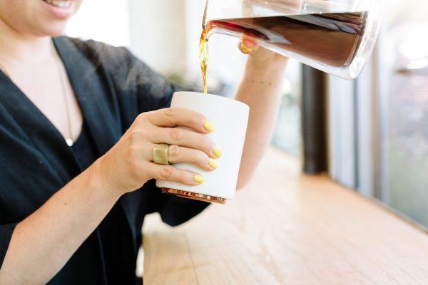 White Monty Milk Cup: Pour from Tea Pot